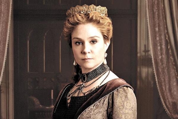 Megan Follows, como Catarina de Médici em Reign