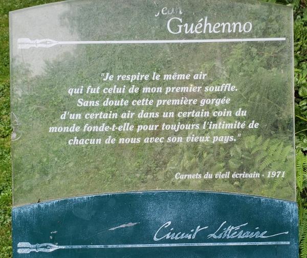 Placa com texto de Guéhenno