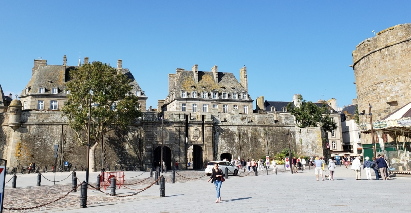 Portões de Saint-Malo - entrada da parte central intramuros
