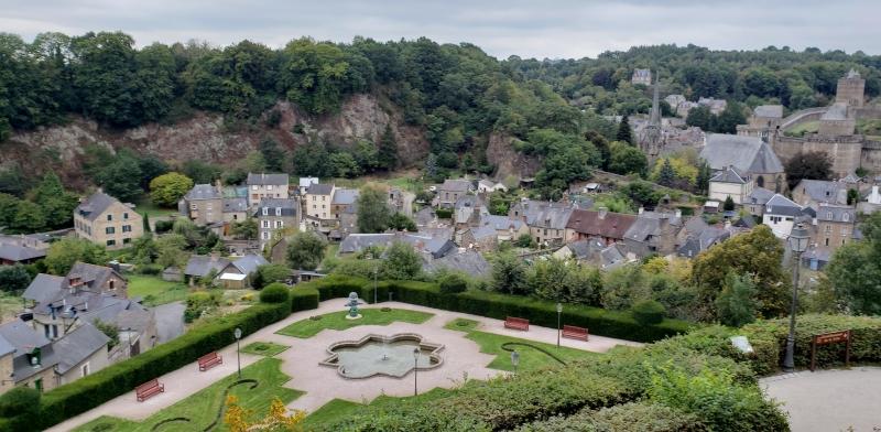 Vista do jardim público em Fougères