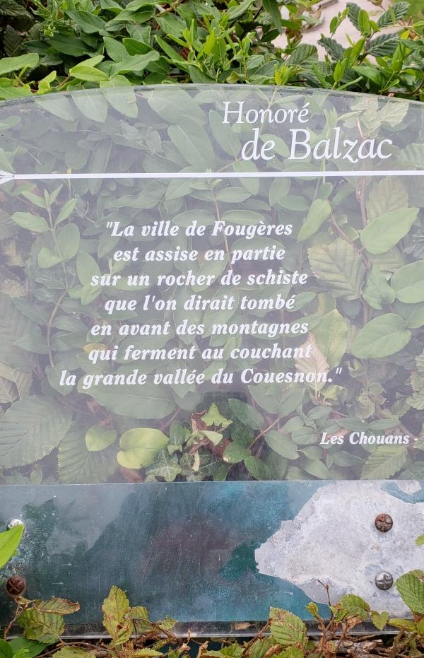 Placa com texto de Balzac