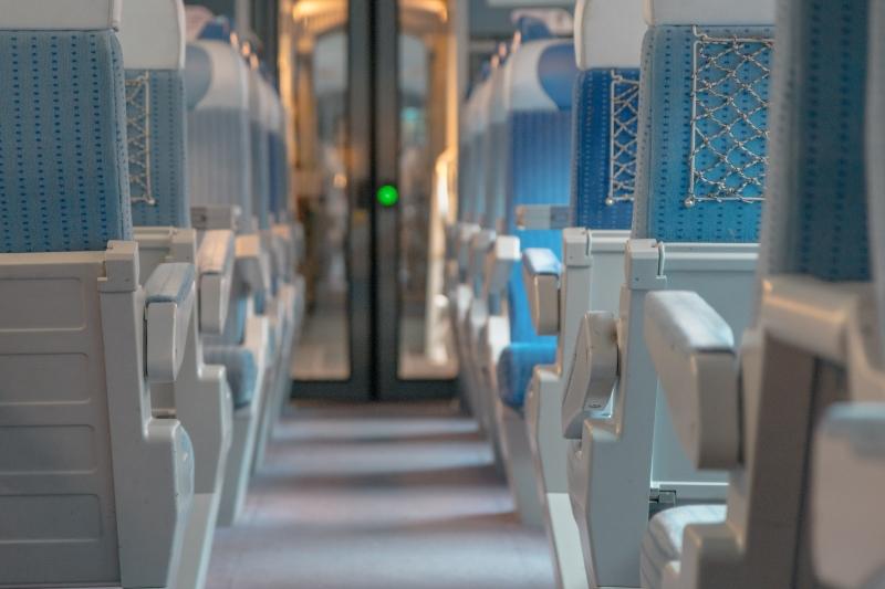 Trens não comportam malas grandes
