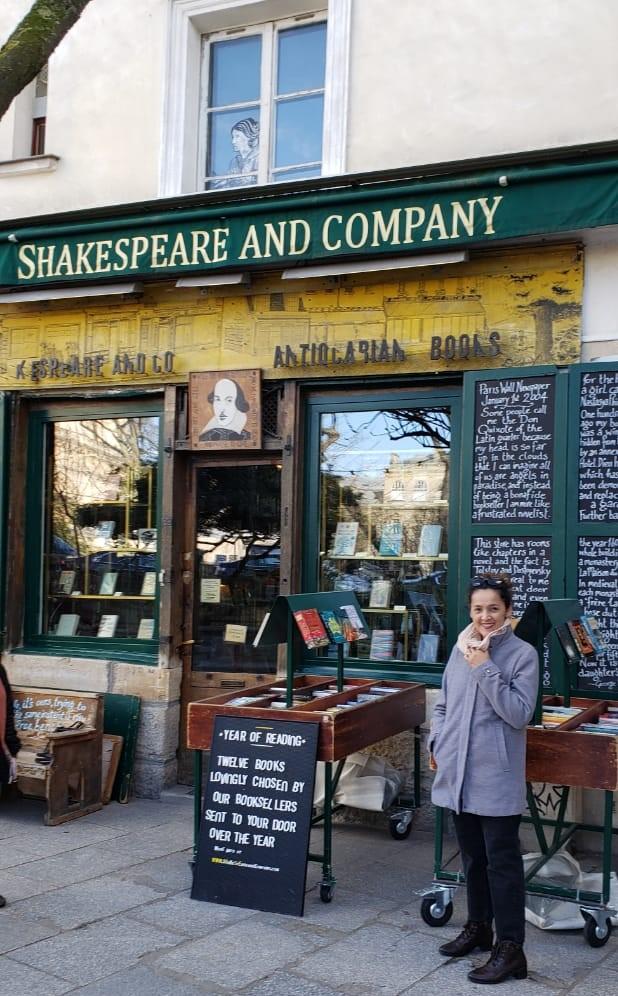Fachada da livraria Shakespeare and Company