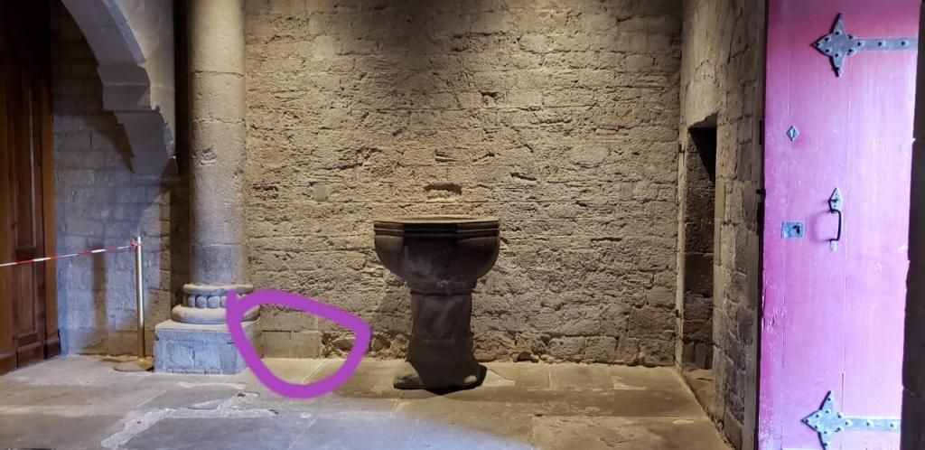 Pia batismal de Saint Nazaire, em Carcassonne