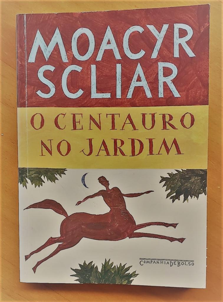 Capa da edição de bolso de O centauro no jardim